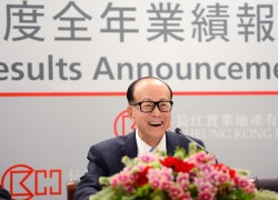 Hong Kong tycoon Li Ka-shing attending a news conference to announce his CK Hutchison Holdings company's annual results in Hong Kong, south China, March 2016